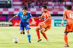 SISAKET THAILAND 21. JUNI: Hironori Saruta (blau) von Singhtarua Lizenzfreies Stockfoto