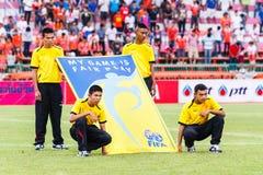 SISAKET THAILAND 29. JUNI: Nicht identifizierte Leute mit FIFA angemessenem Winkel des Leistungshebels Stockbilder