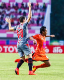 SISAKET THAILAND 29. JUNI: Somsak Wongyai von Sisaket FC (Orange) Stockfotografie