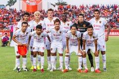 SISAKET 8 THAILAND-JUNI: Spelers van Muangthong Utd royalty-vrije stock fotografie