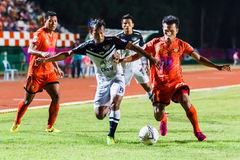 SISAKET THAILAND 28. MAI: Adul Lahso von Chonburi FC (Weiß) Stockbild