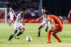 SISAKET THAILAND-MAY 28: Nurul Sriyankem of Chonburi FC. (white) Stock Photos