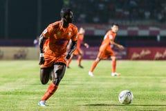 SISAKET THAILAND-OCTOBER 15: Godwin Antwi av Sisaket FC Fotografering för Bildbyråer