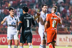 SISAKET THAILAND-OCTOBER 15: Gracze Sisaket FC i Buriram Utd Zdjęcie Royalty Free