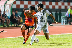 SISAKET THAILAND-OCTOBER 15: Komkrit Camsokchuerk av Sisaket FC Royaltyfria Bilder