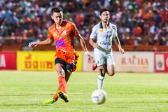 SISAKET THAILAND 29. OKTOBER: Santirad Wiang-in Sisaket FC Lizenzfreie Stockbilder