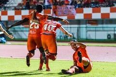 SISAKET 22 THAILAND-OKTOBER: Spelers van Sisaket FC stock foto