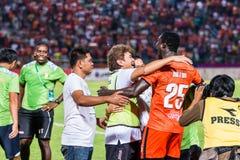 SISAKET THAILAND 29. OKTOBER: Spieler und Personaltrainer von Sisaket FC Lizenzfreies Stockbild