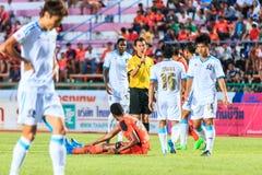 SISAKET 20 THAILAND-SEPTEMBER: De (gele) scheidsrechter in actie du stock foto's