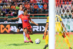 SISAKET THAILAND-SEPTEMBER 16: Jirawat Daokhao of Sisaket FC. (o Royalty Free Stock Photos