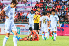 SISAKET THAILAND-SEPTEMBER 20: The referee (yellow) in action du Stock Photos