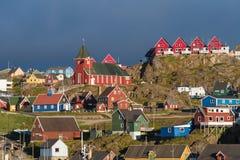Sisimiut, eine reizend Fischenstadt in West-Grönland lizenzfreies stockbild