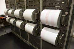 Sismógrafos que gravam o terremoto foto de stock royalty free