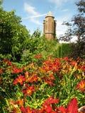 Sissinghurst-Schloss-Turm mit Blumen Stockfoto