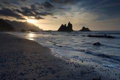 Sista guld- ljus för solnedgång El Benijo, Tenerife, Spanien Fotografering för Bildbyråer