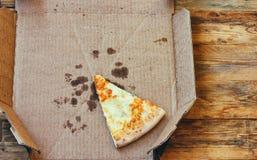 Sista stycke av nya ostar för pizza fyra Royaltyfri Fotografi