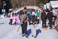 SISTANI, STRBSKE PLESO - STYCZEŃ 06, 2015: Narciarki i inni aktywni turyści w Strbske Pleso Zdjęcia Royalty Free