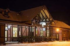 SISTANI, TATRANSKA LOMNICA - STYCZEŃ 05, 2015: Stacja kolejowa Tatranska Lomnica Fotografia Stock