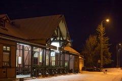 SISTANI, TATRANSKA LOMNICA - STYCZEŃ 05, 2015: Stacja kolejowa Tatranska Lomnica Zdjęcia Stock