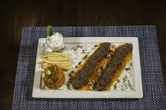 Sistema árabe de la comida de la barbacoa del cordero Foto de archivo libre de regalías
