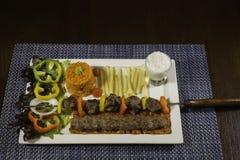 Sistema árabe de la comida de la barbacoa del cordero Imagen de archivo