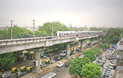 Sistema aéreo do trem do metro no dlehi novo india