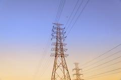 Sistema ad alta tensione del pilone di elettricità Fotografie Stock Libere da Diritti