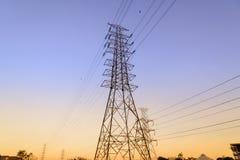 Sistema ad alta tensione del pilone di elettricità Fotografie Stock