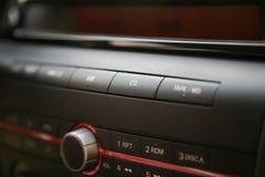 Sistema audio del coche moderno, cd Imágenes de archivo libres de regalías