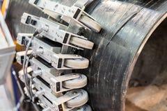 Sistema automático de control de calidad no destructivo Compruebe la tubería de acero para saber si hay defectos imagenes de archivo