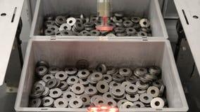 Sistema automatico per l'esplorazione ed il riconoscimento dei pezzi meccanici stock footage