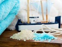 Sistema blanco azul del BALNEARIO del cuarto de baño Imagen de archivo libre de regalías