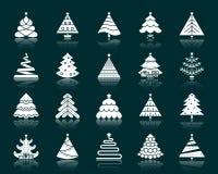Sistema blanco del vector de los iconos de la silueta del árbol de navidad stock de ilustración