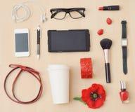Sistema casual elegante de accesorios y de materia para la mujer urbana Fotos de archivo libres de regalías