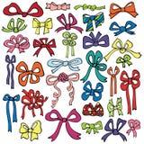 Sistema coloreado del arco del regalo Garabato del día de fiesta libre illustration