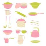 Sistema colorido lindo del utensilio de la cocina Rosa del lunar de la loza, sistema del verde Fotos de archivo