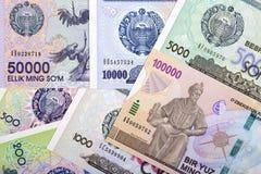Sistema completo de dinero de Uzbekistán, un fondo foto de archivo libre de regalías