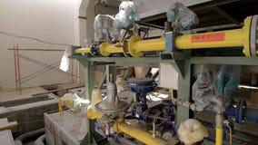 Sistema complicado moderno de alta tecnología de suministro de gas en fábrica industrial metrajes
