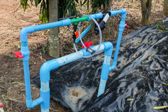 Sistema da irrigação e do adubo da agricultura na exploração agrícola Foto de Stock Royalty Free