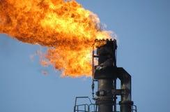 Sistema da tocha em um campo petrol?fero imagem de stock royalty free