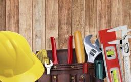 Sistema de útiles de la construcción en casco de la correa de la herramienta Imagen de archivo