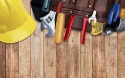 Sistema de útiles de la construcción en casco de la correa de la herramienta Foto de archivo libre de regalías