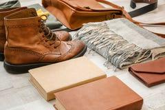 Sistema de accesorios y de botas masculinos elegantes del inconformista Fotografía de archivo