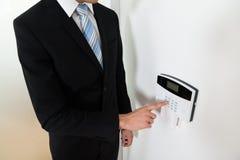 Sistema de alarma de Setting Home Security del hombre de negocios Fotografía de archivo libre de regalías