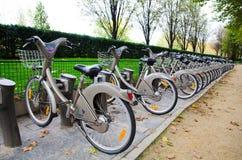 Sistema de alquiler de la bicicleta de Velib, París Imágenes de archivo libres de regalías