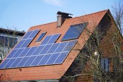 Sistema de aquecimento Photovoltaic e solar Foto de Stock Royalty Free
