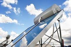 Sistema de aquecimento solar no telhado Fotos de Stock