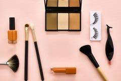 Sistema de arriba, cosméticos del esencial de la mujer de la moda Fotografía de archivo libre de regalías
