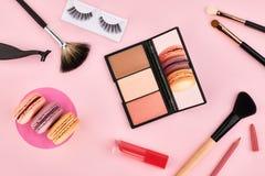 Sistema de arriba, cosméticos del esencial de la mujer de la moda Foto de archivo libre de regalías