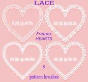 Sistema de bastidores del cordón bajo la forma de corazón y de cepillos correspondientes del modelo en un fondo rosado Elemento p stock de ilustración